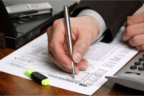 filling in a 1040 individual tax form